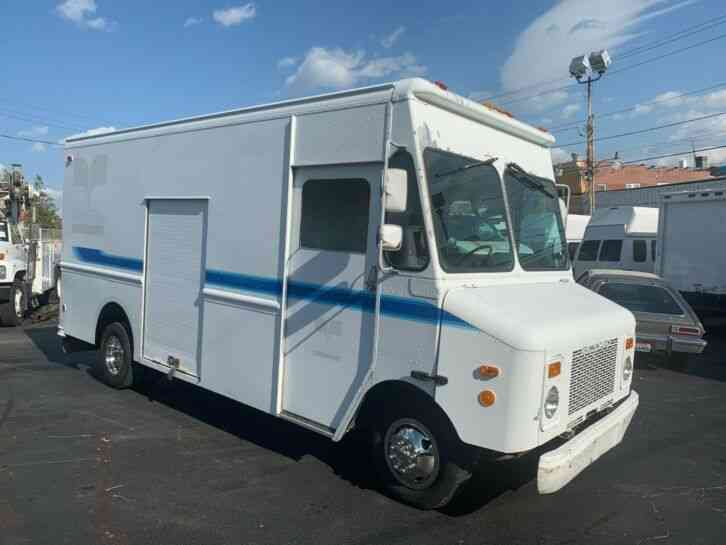Chevrolet P30 GRUMMAN OLSON 14FT STEP VAN BOX TRUCK (1998)