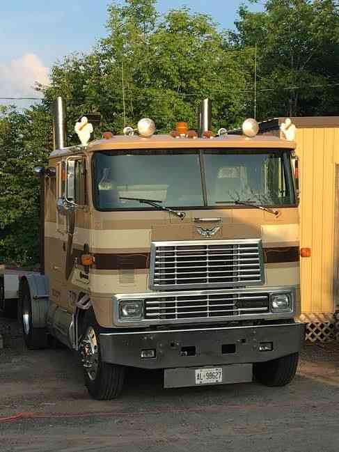 International 9800 (1998) : Sleeper Semi Trucks