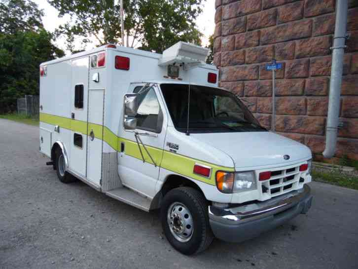 Ford E-350 WHEELED COACH AMBULANCE 7. 3 POWERSTROKE (1999)