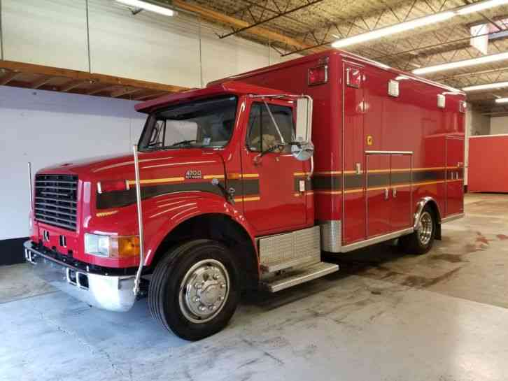 International 4000. 4700 low W/C Fire Rescue Ambulance (1999)
