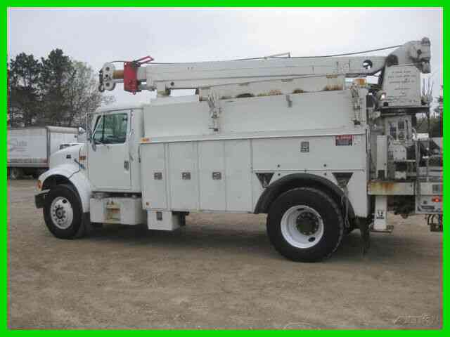 INTERNATIONAL 4700 DT466 ALLISON AC WITH ALTEC CRANE (1999)
