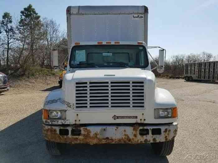International 4700  1999    Van    Box Trucks