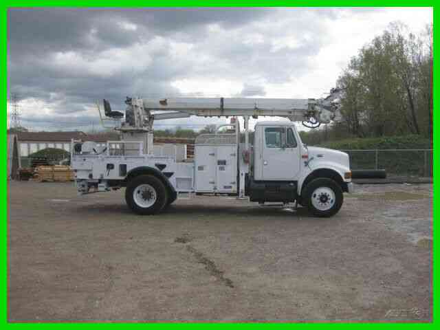 INTERNATIONAL 4900 7 SPEED WITH ALTEC D845AB DERRICK WITH UPPER CONTROLS FOR PIN ON BUCKET (1999)