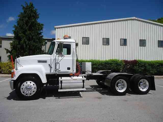 Mack Tractor Truck Air Valve On Firewall : Mack ch daycab semi trucks
