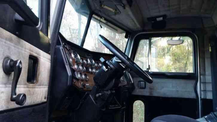 Peterbilt 378 379 377 2000 Sleeper Semi Trucks