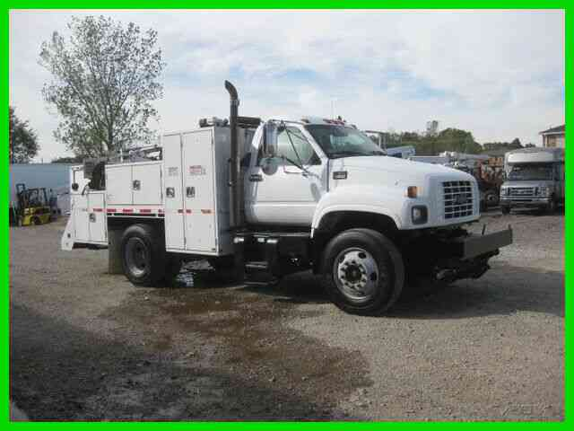 CHEVROLET C6500 3126 CAT 9 SPEED WITH 12 FOOT UTILITY BODY (2000)