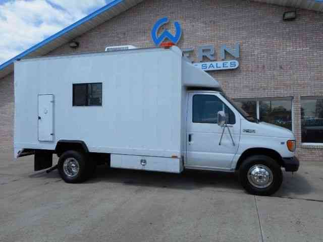 ford service van  2000    van    box trucks