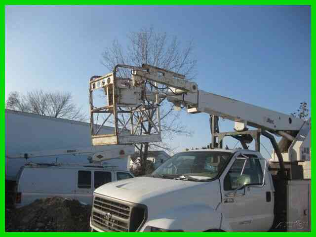 FORD F650 CAT ALLISON 'UNDER CDL' WITH ALTEC AP36 CABLE PLACER (2000)