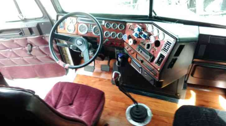 Freightliner classic xl 2000 sleeper semi trucks for Wood floor kits for pickups