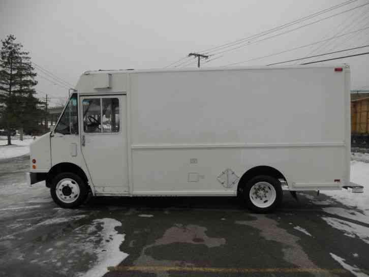 Freightliner Mt45 2000 Van Box Trucks