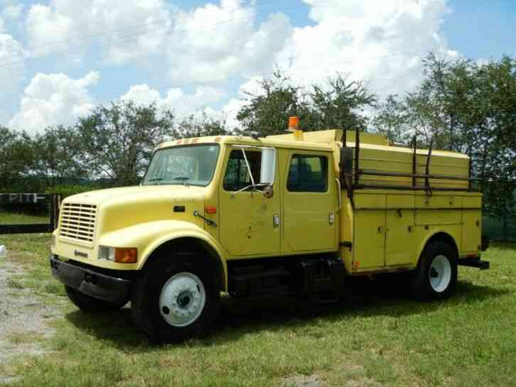 International 4700 Crew Cab Service/Utility KUV Truck (2000)