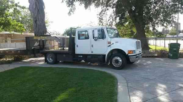 International 4700-T444E Truck & custom built trailer (2000)