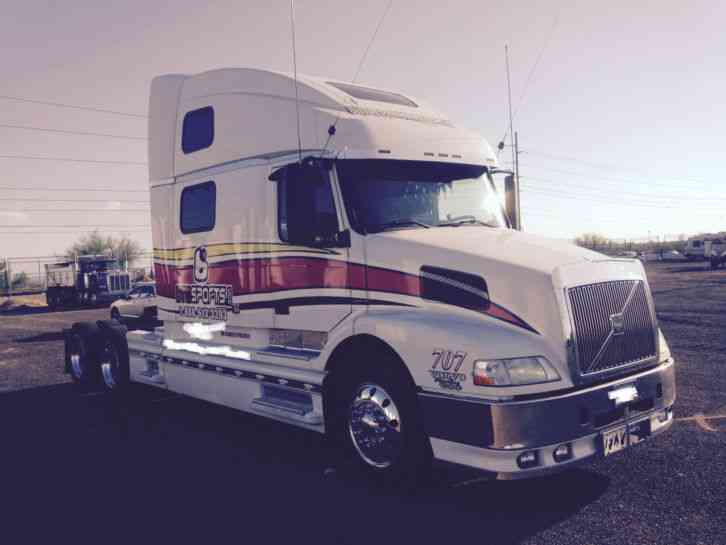 volvo 770 2000 sleeper semi trucks rh jingletruck com Volvo 770 Tractor Volvo 770 Integral Sleeper