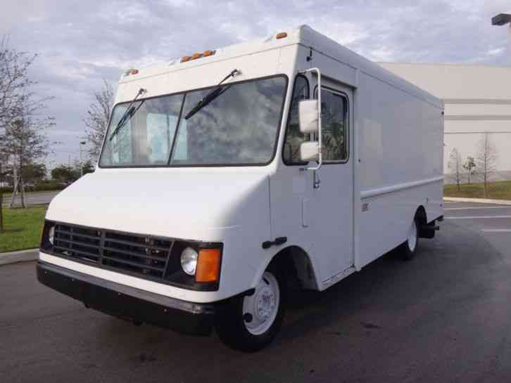 Tow N Go >> Workhorse P30 14' Step Van (2000) : Van / Box Trucks