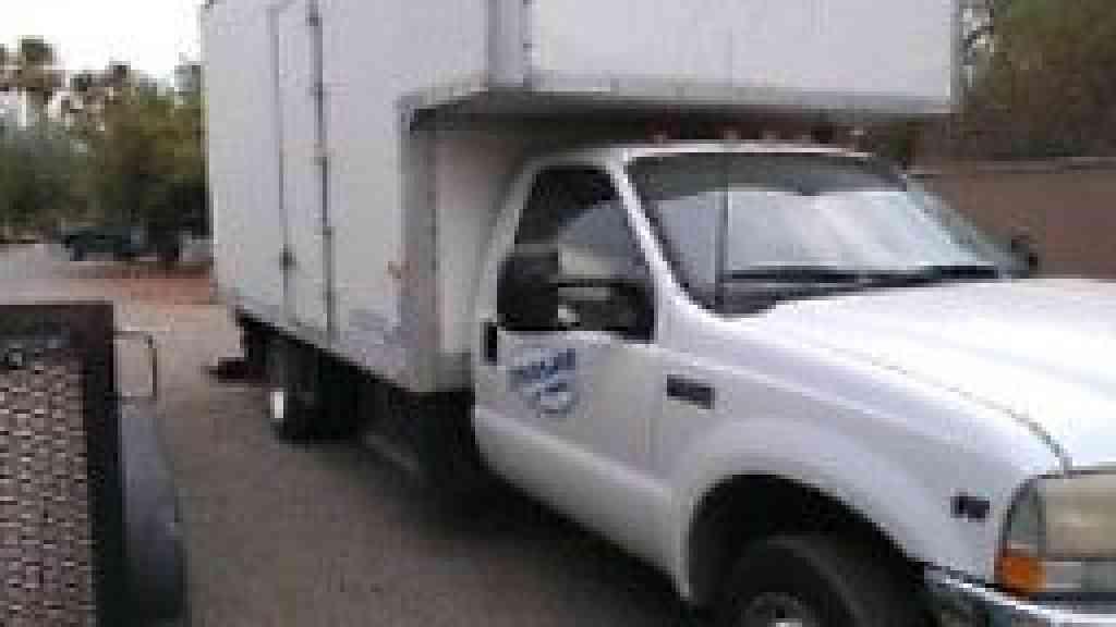 Ford F550 2001 Van Box Trucks