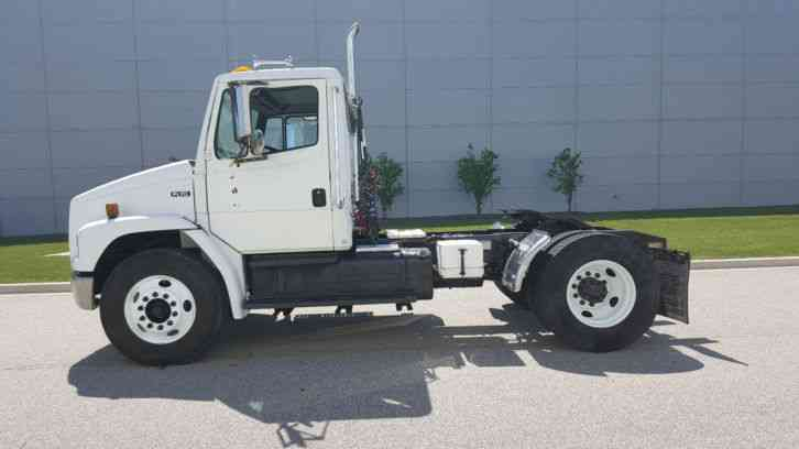 Freightliner FL70 Single Axle Day Cab Tractor Semi Cat ...