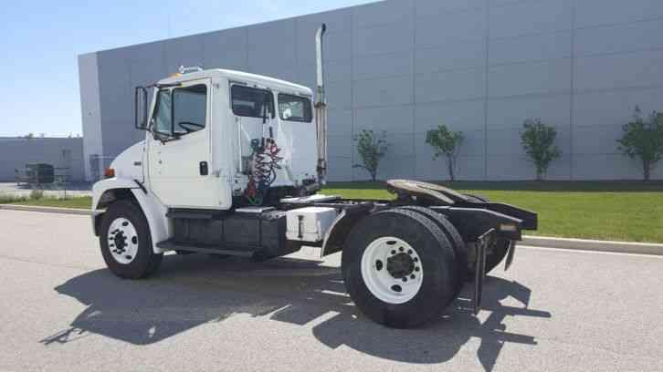 Freightliner FL70 Single Axle Day Cab Tractor Semi Cat ...
