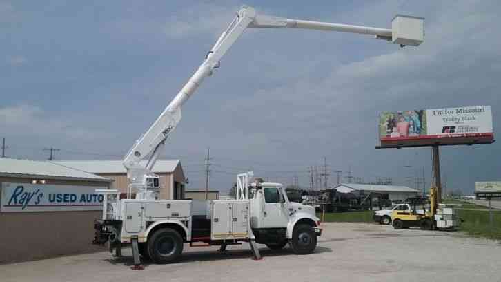 International 4700 60' Over-Center Bucket Truck (2001)