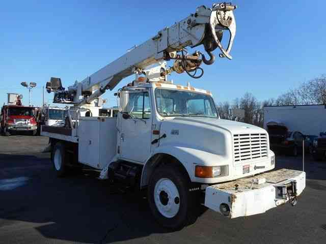 International 4700 Digger Derrick Boom Crane Truck 2001
