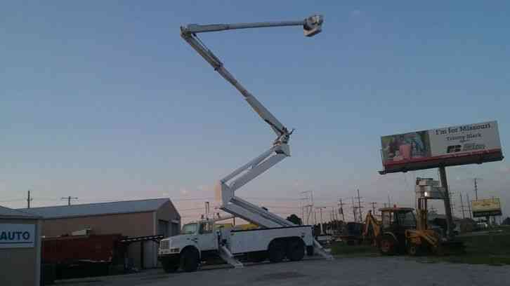 International 4900 105' Bucket Truck (2001)