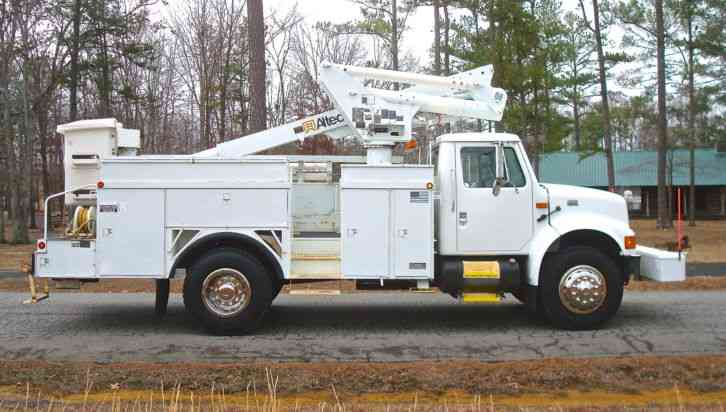 International 4900 Altec TA-40 45' Telescopic Bucket Truck (2001)