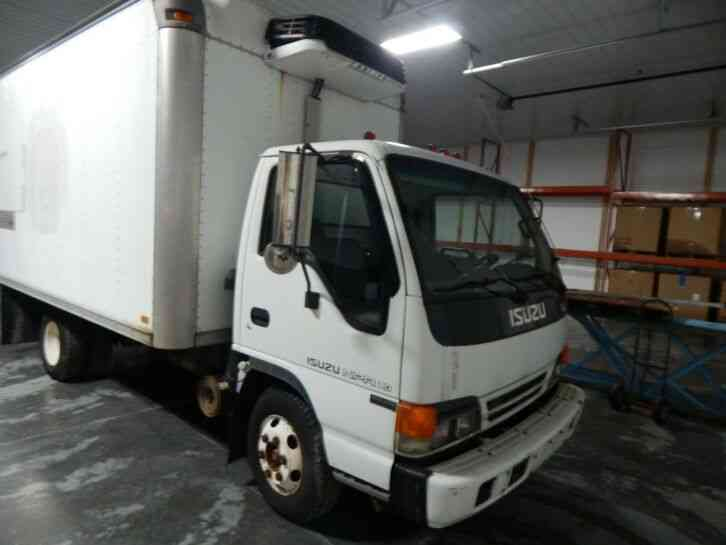Isuzu NPR 14FT BOX TRUCK W/ RAMP DIESEL LOW MILES (2001)