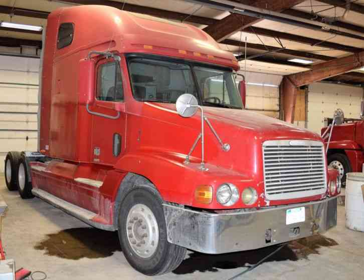 Freightliner Century Class  2001    Sleeper Semi Trucks
