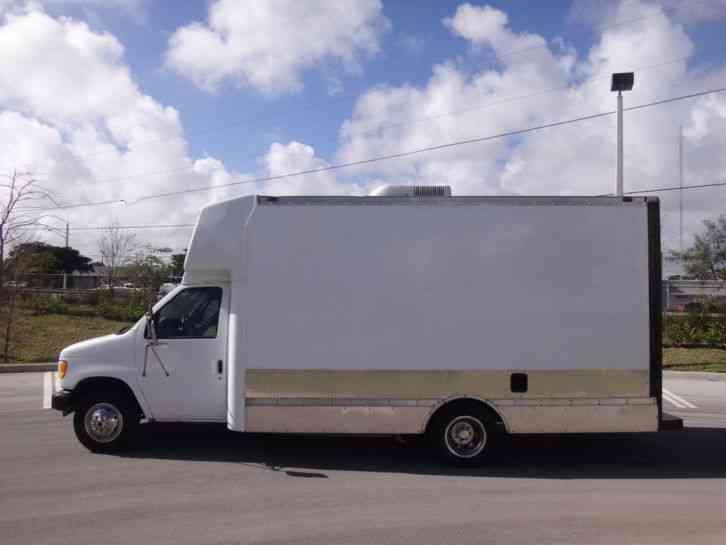 Ford E450 Commercial Cutaway 14 U0026 39  Step Van  2002    Van
