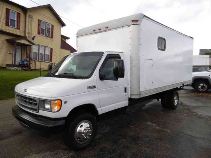 Ford E-350 ECONOLINE DELIVERY VAN 16 FOOT BOX TRUCK (2002)