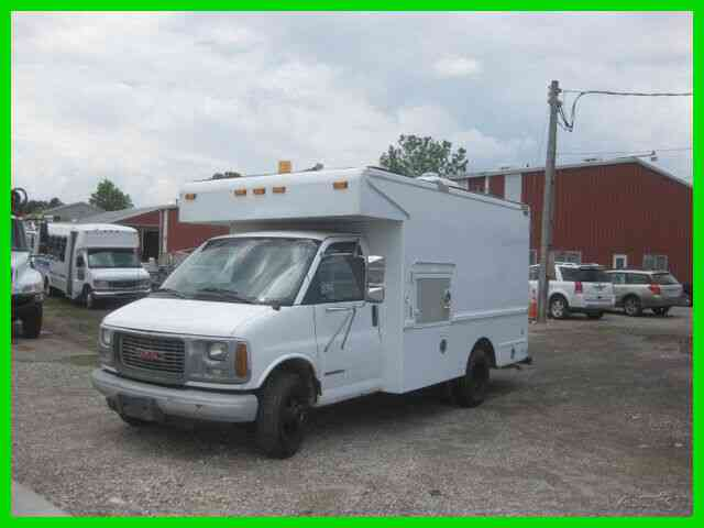 GMC 5. 7L V8 AUTO, VERIZON CABLE SPLICE TRUCK (2002)