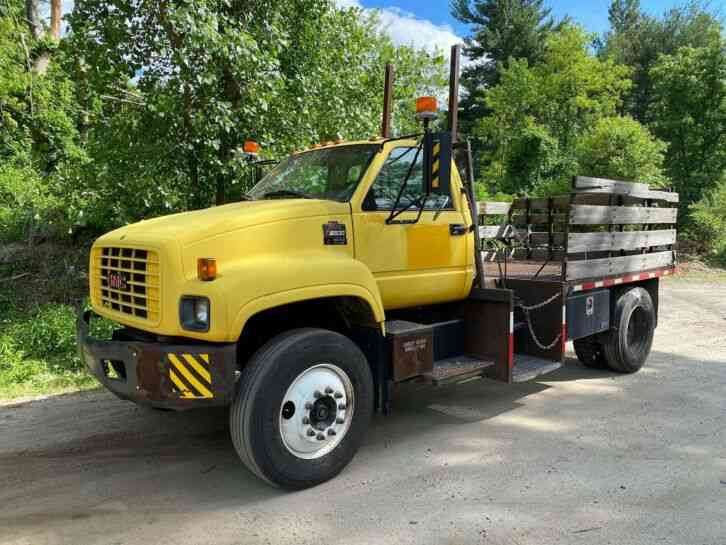 GMC C6500 Under CDL Flatbed Stake Bed Cone Truck (2002)