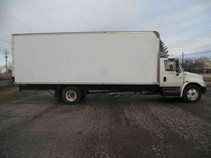 International 4300 2002 Van Box Trucks