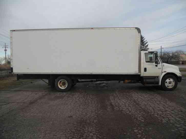 International 4300 2002 Van Box Trucks