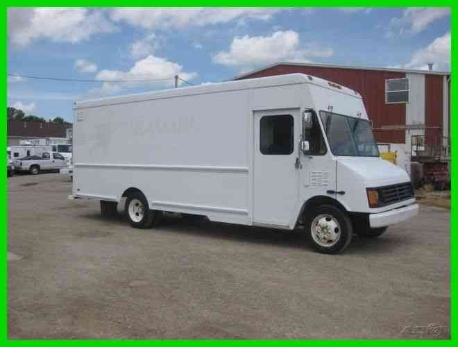 WORKHORSE P42 STEP VAN 27' LONG 'FOODIE' (2002)
