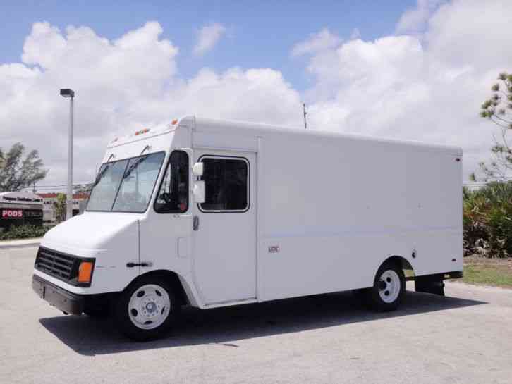 Workhorse P42 Step Van 14ft (2002)