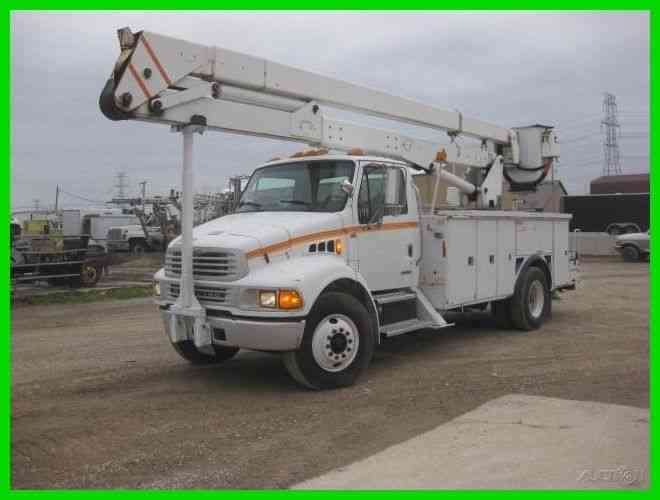 STERLING 7500 5. 9 CUMMINS ALLISON WITH 60 FOOT REACH LIFT ALL BUCKET (2003)