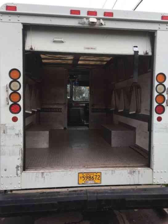 Workhorse 2003 Van Box Trucks