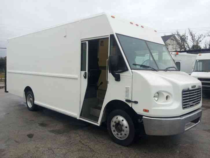 Freightliner Mt45 2004 Van Box Trucks