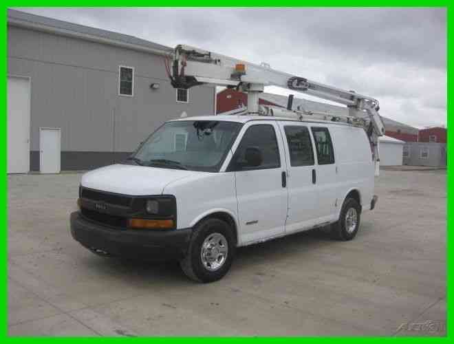 CHEVROLET 3500 EXP 6. 0 AUTO AC WITH 34' REACH DUR-A-LIFT BUCKET BOOM (2004)