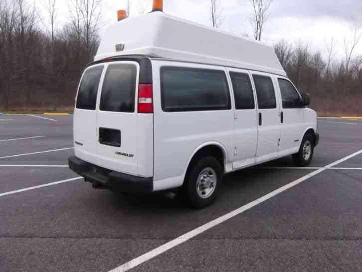 Chevrolet Express  2004    Utility    Service Trucks
