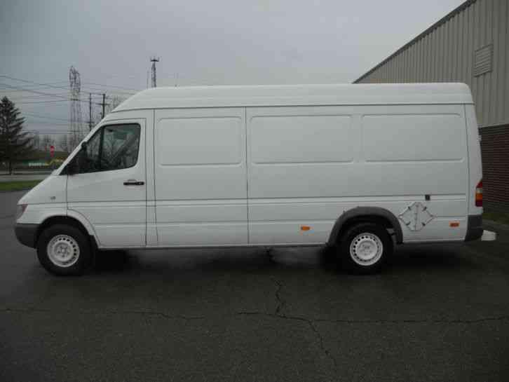 Dodge Sprinter 2004 Van Box Trucks