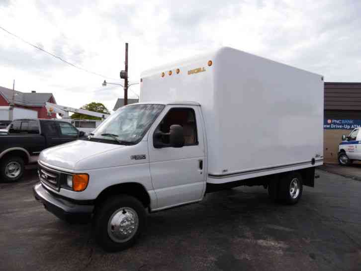 Ford E-350 SUPER DUTY DELIVERY VAN 12 FOOT BOX TRUCK (2004)