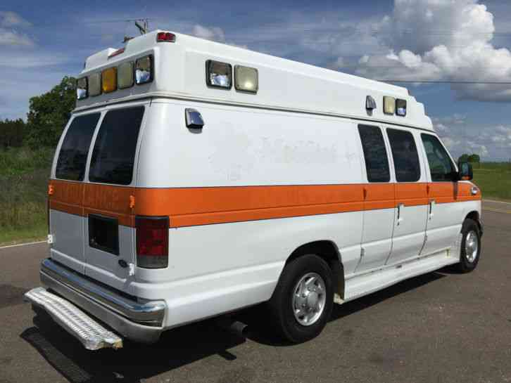 Ford E350 Medix Ambulance (2004)