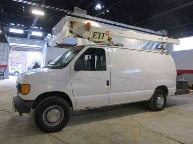 FORD E-350 BUCKET BOOM VAN CHERRY PICKER (2004)