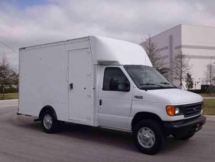 Ford E350 Econoline Commercial Cutaway Box Truck  2004    Van    Box Trucks
