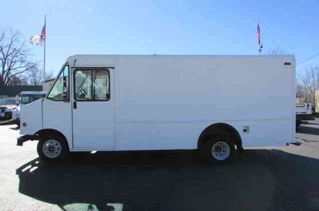 Ford E350 utilimaster 14ft Step van (2004)