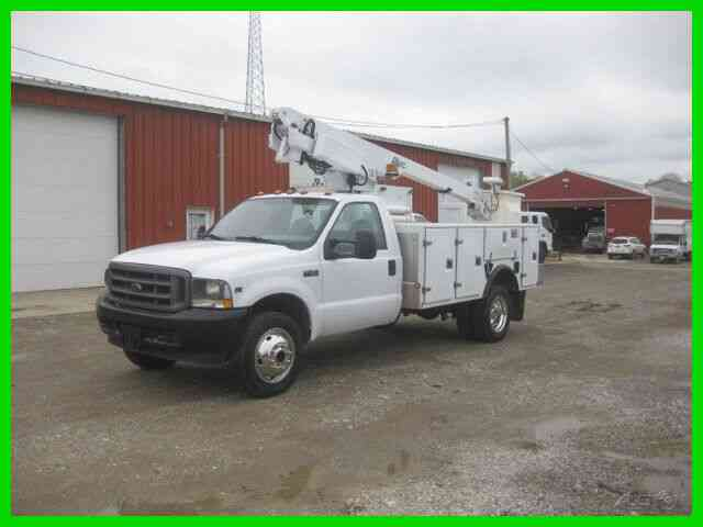 FORD F450 6. 8L GAS AUTO ''''FOUR WHEEL DRIVE'' WITH ALTEC 35 FOOT REACH BUCKET BOOM (2004)