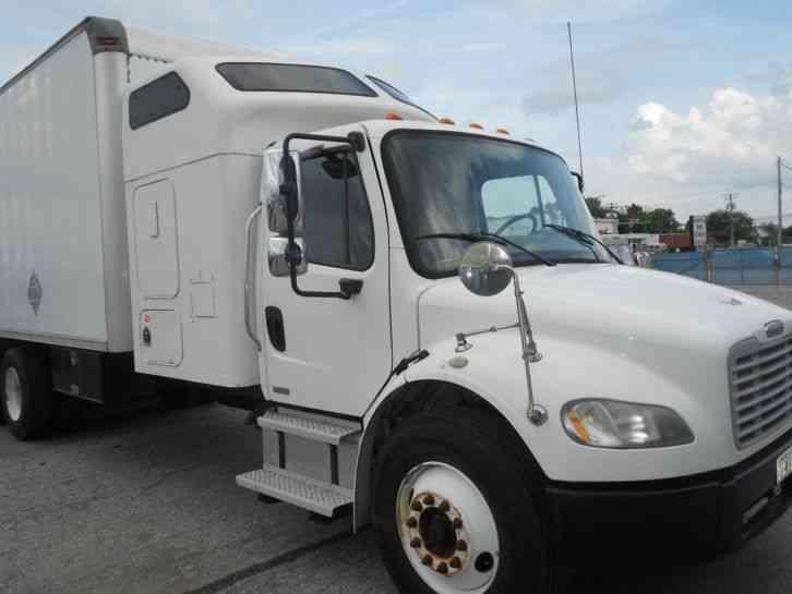Freightliner M2 2004 Van Box Trucks