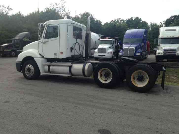 Freightliner Fcl12064st 2004 Daycab Semi Trucks