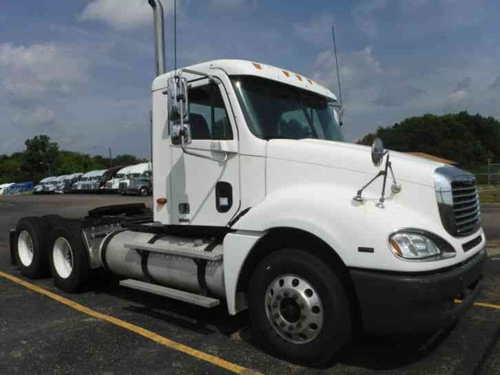 Freightliner fcl12064st 2004 daycab semi trucks for Mercedes benz semi trucks